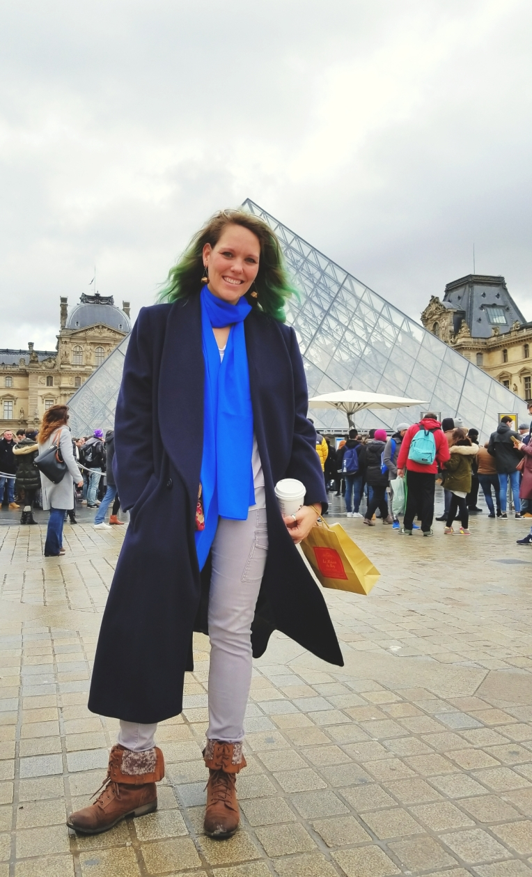 Lizzie Does Paris - stopping by the Louvre