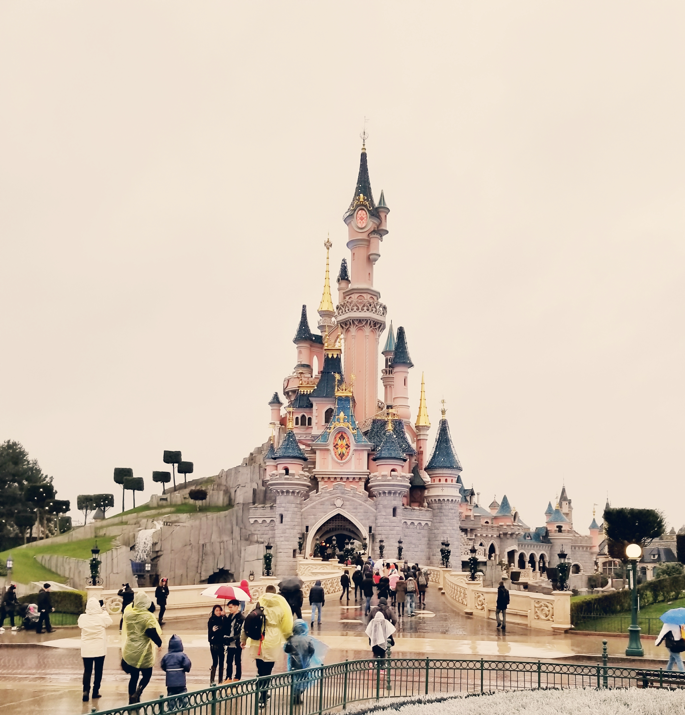 Lizzie Does Disneyland Paris