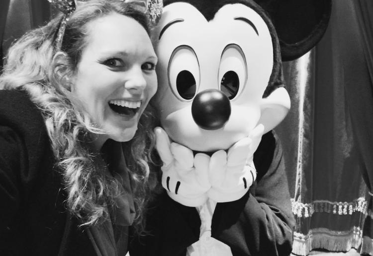 Lizzie does Disneyland Paris - Mickey Mouse selfie