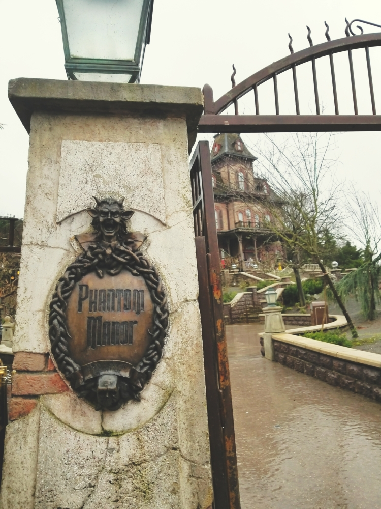Lizzie does Disneyland Paris - Phantom Manor