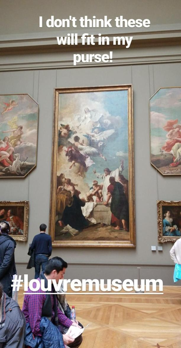 Lizzie does Paris instastory - The Louvre